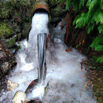 Voda v trdem in tekocem stanju